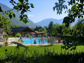 Camping impr vu camping vaulnaveys le bas 38410 for Camping massif central avec piscine