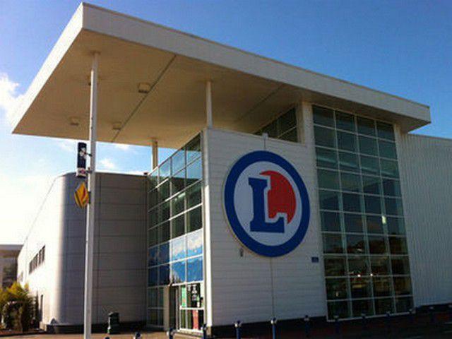 Leclerc et ses services billeterie, gaz, essence, location voiture, parapharmacie, billeterie et presse