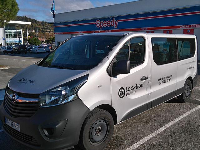 Location minibus Romans-sur-Isère dans la Drôme : Opel vivaro 9 places