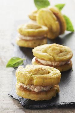 Recette : Macarons de quenelles fromage frais et tomates confites