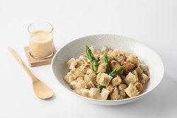 Recette : Fricassée de poulet aux asperges et ravioles...