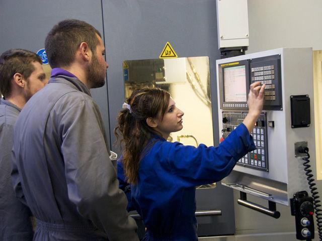 ELAG Grenoble : machines-outils, outillages, systèmes informatiques et logiciels, Installation porte-pièces, outil de coupe, équipements de réglage et de contrôle, logiciels de fabrication assistée par ordinateur (FAO) et de simulation, mesurage