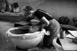 """""""Flux d'argiles"""" par Jane Norbury à La Grange Dîmière"""